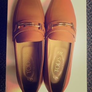 Tods taupe brow slip on loafer euro37
